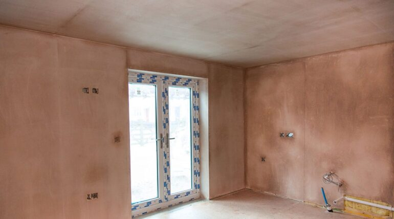 Large room with new plastering and skimming